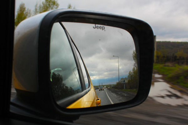 вид в зеркалах заднего вида